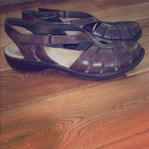 Cute Clark leather sandals size 9N